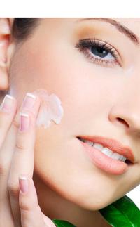 De la crème pour la protection contre les taches de pigment pour la personne
